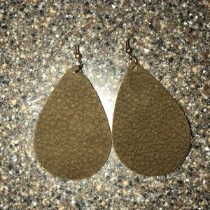 Jewelry - Leather teardrop earrings